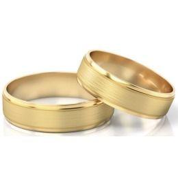 schlichte elegante Eheringe aus Gelbgold
